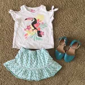 Cute top with matching blue skirt and shoes